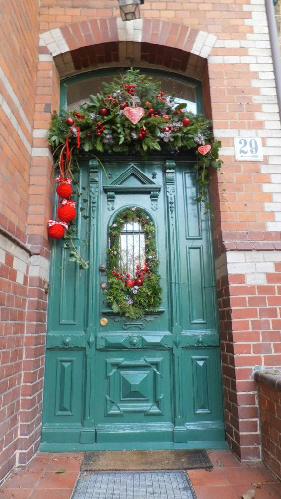 Decorazione natalizia della porta d'ingresso 2
