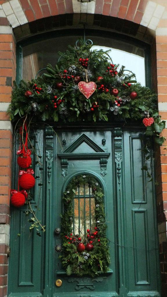 Decorazione natalizia della porta d'ingresso 7