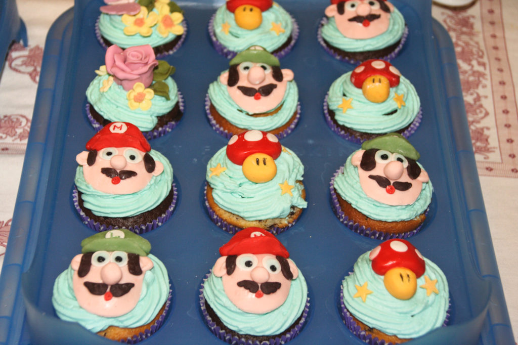 """Muffin """"Mario"""", fiori e funghi"""