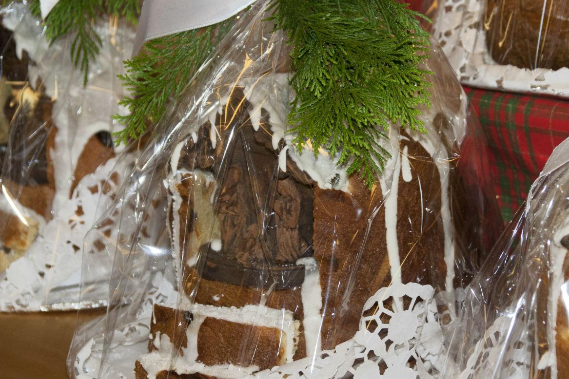 Panettone di Natale con presepe