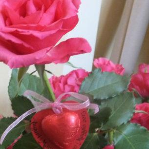 Rose e cioccolatini per la Festa della Mamma 1