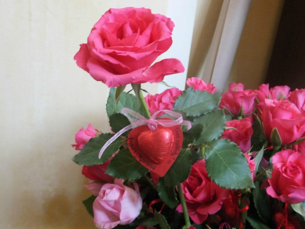Rose e cioccolatini per la Festa della Mamma