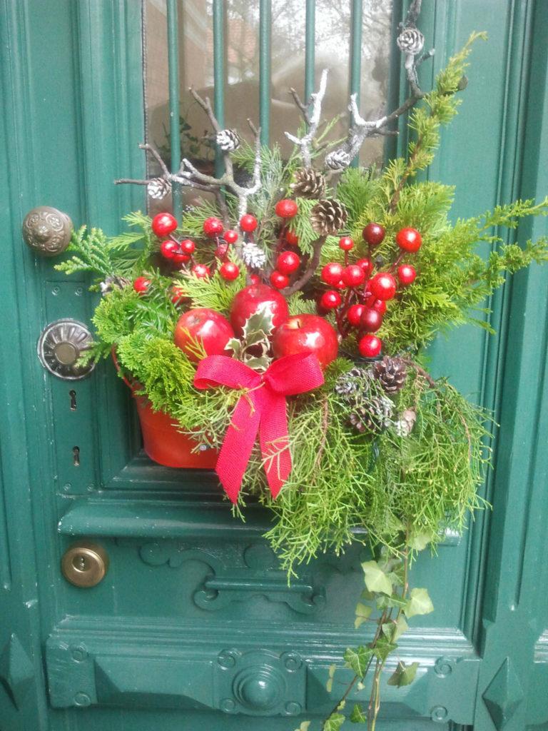 Decorazione natalizia della porta di casa 1