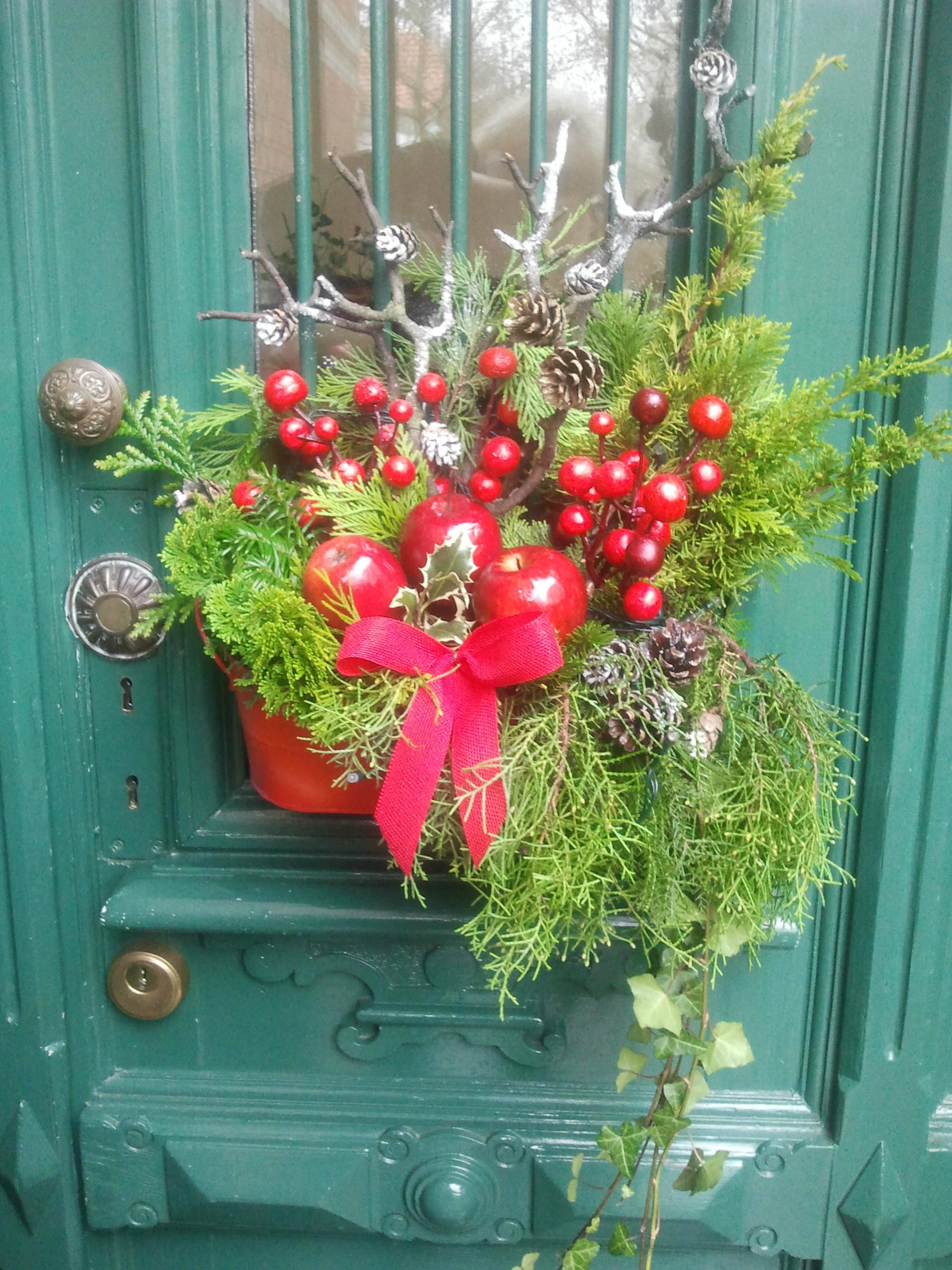 Decorazione natalizia della porta di casa i pasticci di nico - Decorazione natalizia per porta ...