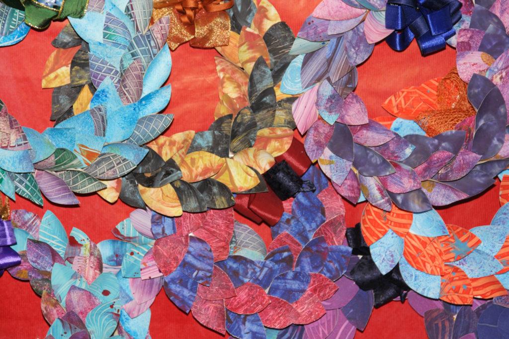 Mercatino della scuola decorazioni natalizie in materiale riciclato 06