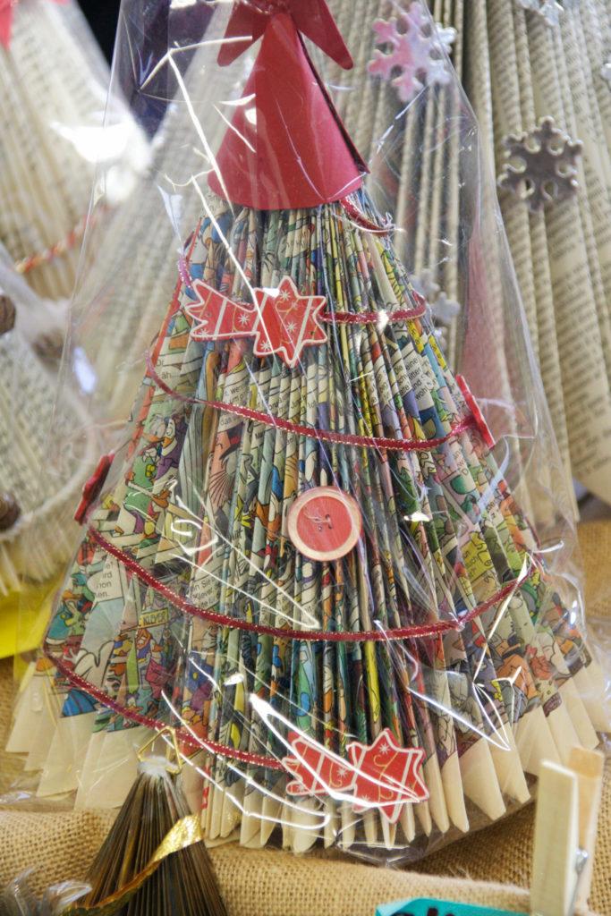 Mercatino della scuola decorazioni natalizie in materiale riciclato 10